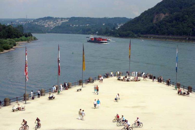 Der Mosel møter Rhinen