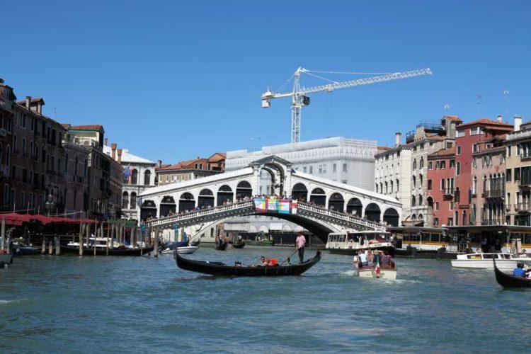 Se Venezia fra båt