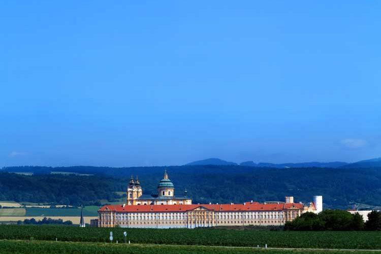Benediktinerklosteret på toppen av haugen