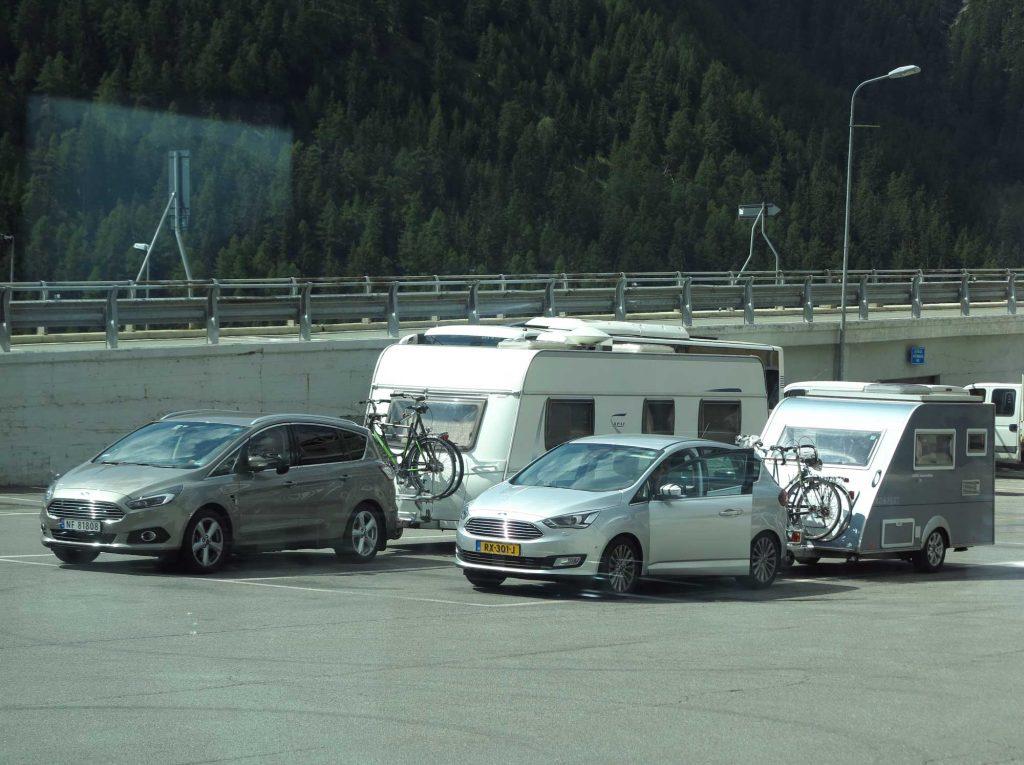 Campingvognen vår parkert i Italia